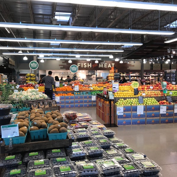 Foto tirada no(a) Whole Foods Market por Thanapa T. em 12/19/2017