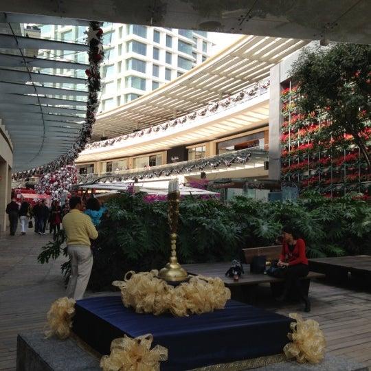 Foto tomada en Antara Fashion Hall por Luis Alberto G. el 11/25/2012