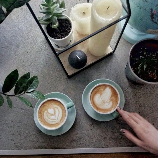 Очень вкусный кофе,  интерьер вдохновляет на путешествия