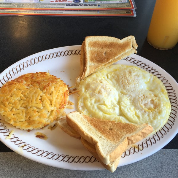 Photo taken at Waffle House by Charles S. on 7/18/2016