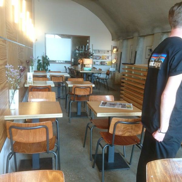 Foto diambil di Lokaal Espresso oleh Jean-Paul S. pada 4/19/2018