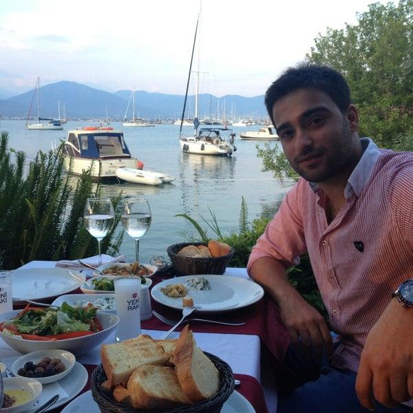 6/15/2013 tarihinde Ertuğ A.ziyaretçi tarafından Fethiye Yengeç Restaurant'de çekilen fotoğraf