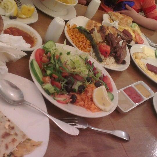4/20/2013 tarihinde Sinan U.ziyaretçi tarafından Hala Restaurant'de çekilen fotoğraf