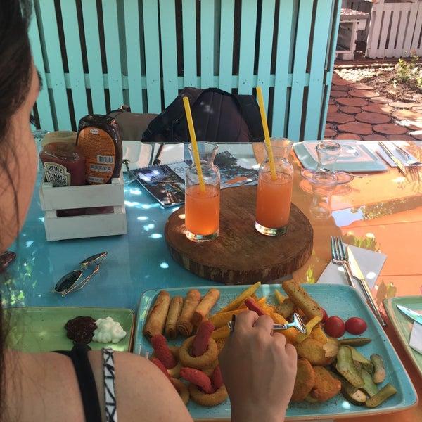 7/8/2017에 ömer faruk T.님이 Büyükada Bistro Candy Garden에서 찍은 사진