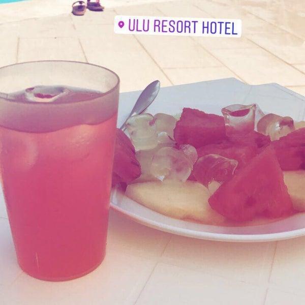รูปภาพถ่ายที่ Ulu Resort Hotel โดย Murat B. เมื่อ 8/19/2017