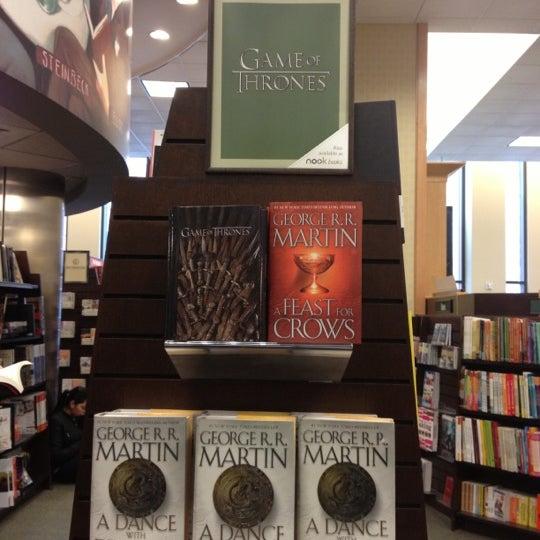 Photo taken at Barnes & Noble by Unur E. on 1/30/2013
