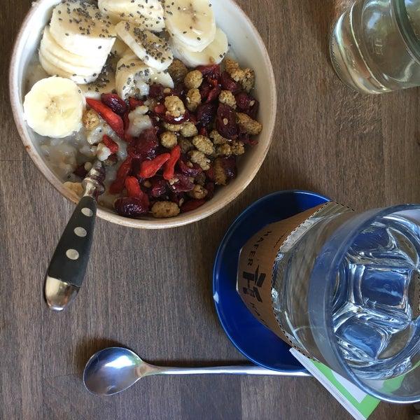 Beerenporridge super lecker zu fairem Preis. Gutes Powerfrühstück :) Leider drinnen nicht viele Sitzmöglichkeiten.