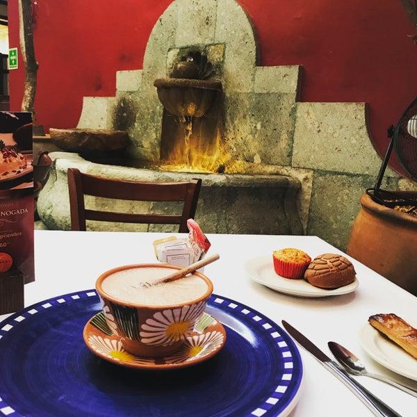 Excelente lugar para desayunar, ambiente acogedor, diseño pintoresco y elegante.