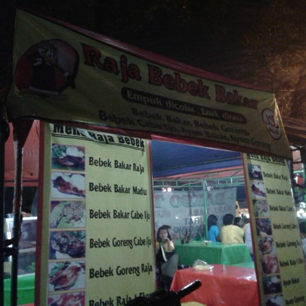 Photo taken at Pusat Kuliner Jajan Makan TMP Kalibata by stenly a. on 10/25/2014