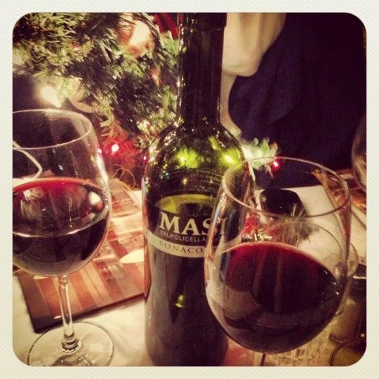 Foto tomada en Rocco & Simona Pizza al Forno por Marisue E. el 12/13/2012