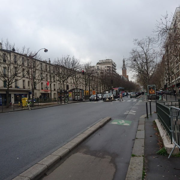 Avenue daumesnil paris le de france - La poste daumesnil ...