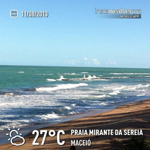 Foto tirada no(a) Praia Mirante da Sereia por Flavio L. em 8/11/2013