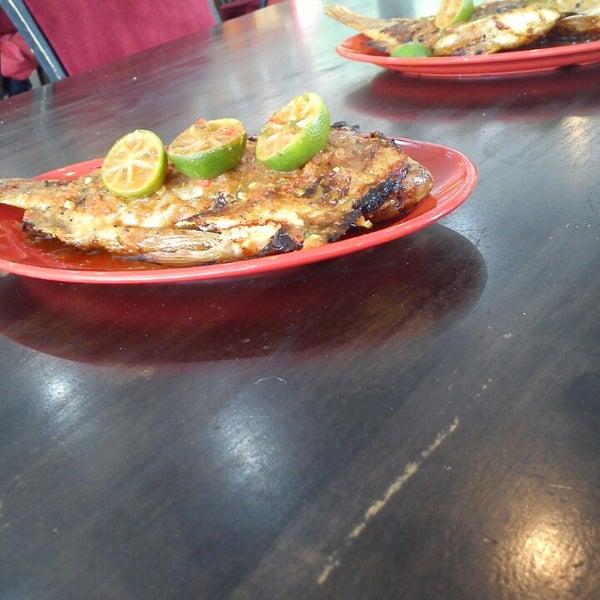 Photo taken at Restoran D'Warisan by Anyss N. on 9/1/2013