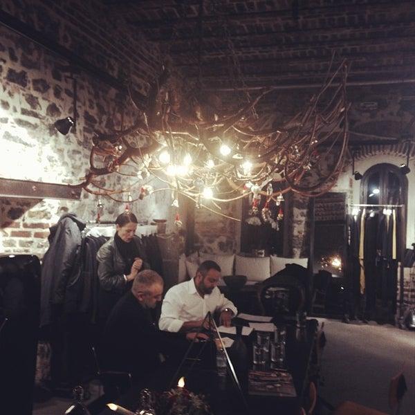 11/30/2013 tarihinde Faris A.ziyaretçi tarafından BNG Design'de çekilen fotoğraf