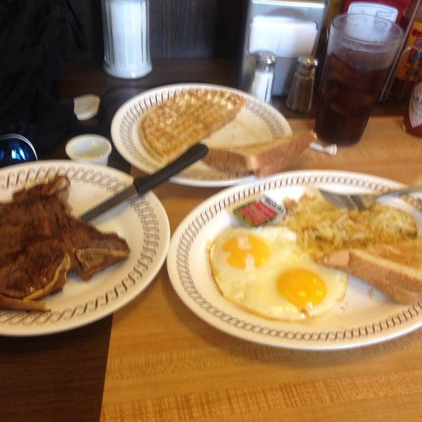 Photo taken at Waffle House by Christian C. on 6/15/2013