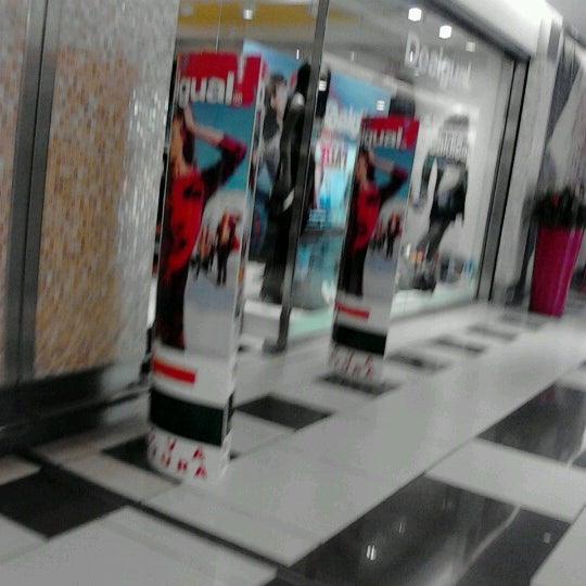 Foto scattata a Centro Commerciale Parco Leonardo da Chiara P. il 1/5/2013