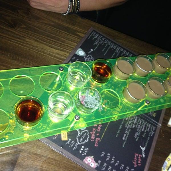 2/23/2013 tarihinde Erdi ®ziyaretçi tarafından Up Shot Bar'de çekilen fotoğraf