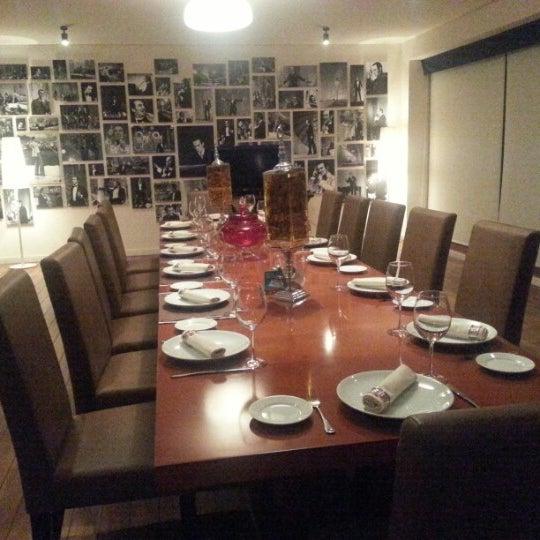 Снимок сделан в Shore House Lounge пользователем Isa A. 12/4/2012