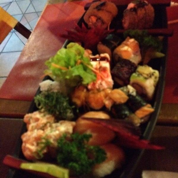 Foto tirada no(a) Hachi Japonese Food por Vicente P. em 7/23/2014