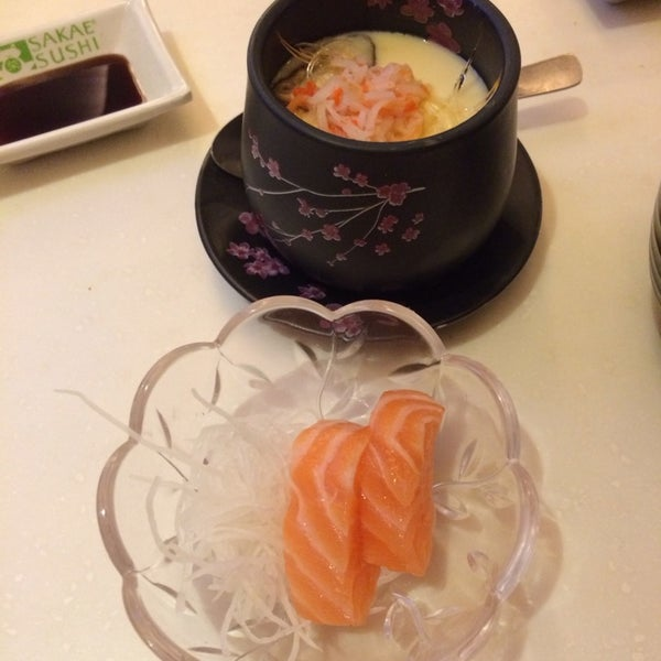 Photo taken at Sakae Sushi by Joanne nlee ™. on 6/14/2014