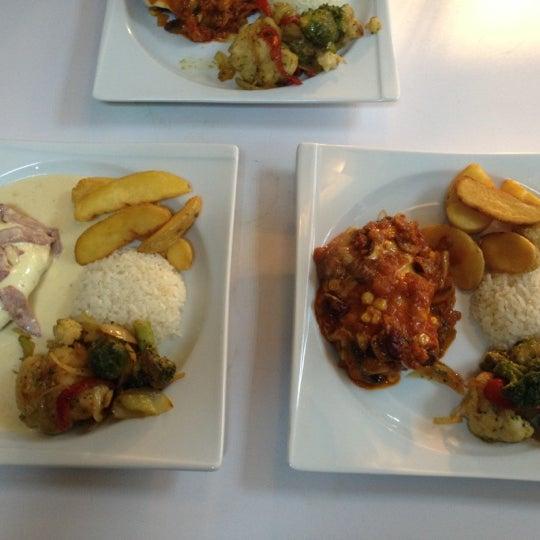 12/6/2012 tarihinde Diyarbakır Baro Lokaliziyaretçi tarafından Cheffy Dünya Mutfağı'de çekilen fotoğraf