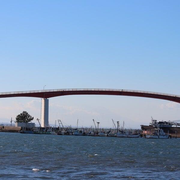Photo taken at 中の島大橋 by Yutaka I. on 12/19/2015