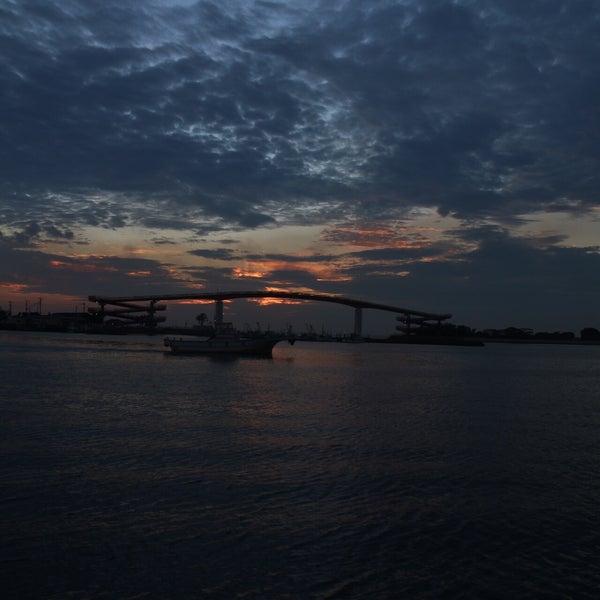 Photo taken at 中の島大橋 by Yutaka I. on 9/25/2016