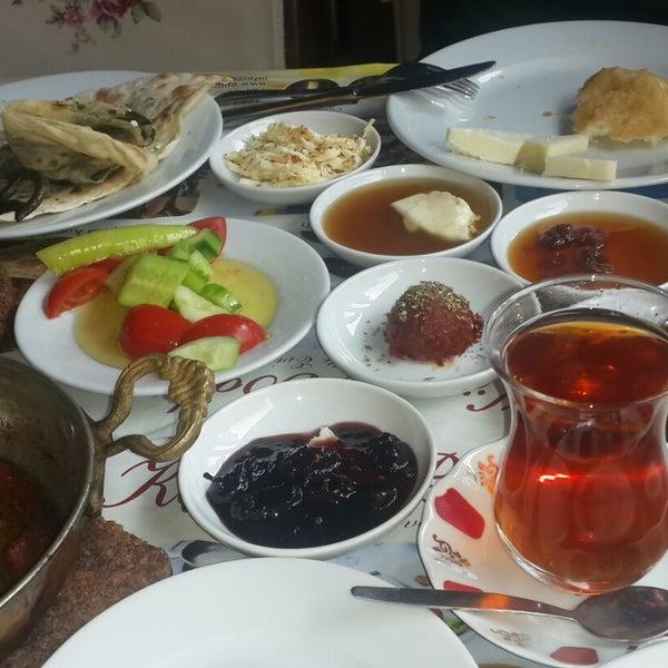 11/30/2014 tarihinde Azer G.ziyaretçi tarafından Köyüm Bahçe Restaurant'de çekilen fotoğraf