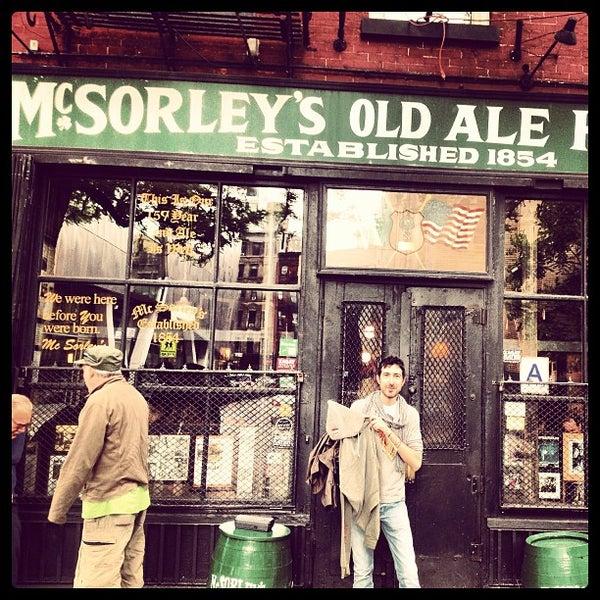 Photo prise au McSorley's Old Ale House par Linz S. le6/8/2013