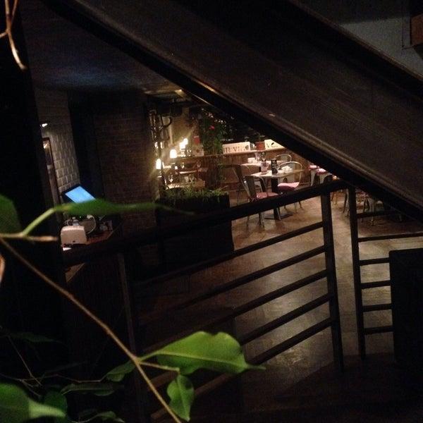 Атмосферное кафе. Подходит как для романтического ужина, так и для посиделок компанией друзей. Советую всем. Цены радуют! Приду сюда ещё!
