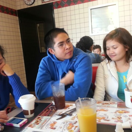 Photo taken at Waffle House by Aemee I. on 12/31/2012