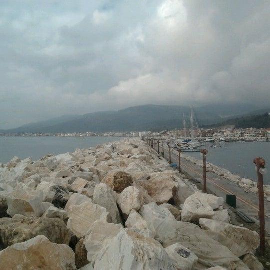 2/24/2013 tarihinde a b.ziyaretçi tarafından Küçükkuyu Limanı'de çekilen fotoğraf