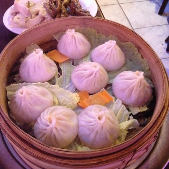 Photo taken at Shanghai Café Deluxe by Bonnie C. on 9/15/2012