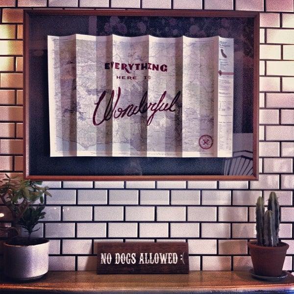 Photo prise au Alfred Coffee & Kitchen par neran d. le7/16/2013
