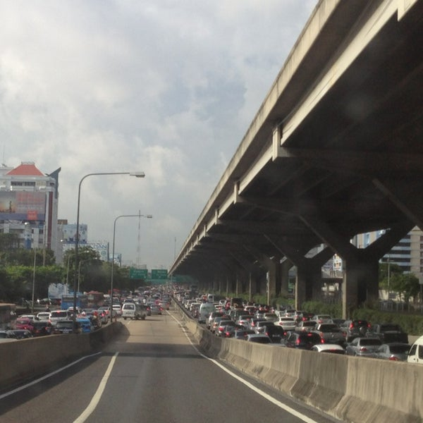 Photo taken at Sutthisan Intersection by YoNgYeE on 8/5/2013