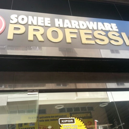 Photo taken at Sonee Hardware Professional by Husko M. on 1/27/2013