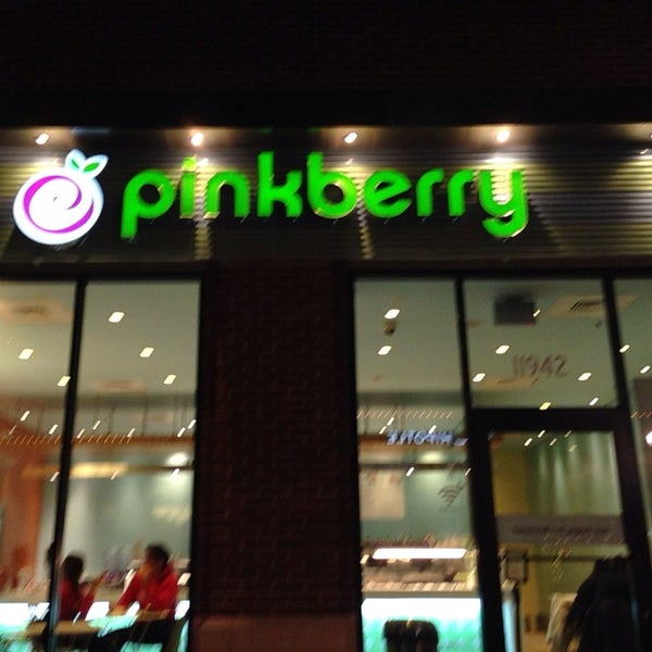Photo taken at Pinkberry by Penni L. on 10/25/2013