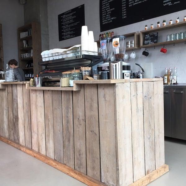 Photo taken at Kaffeewerk Espressionist by Arno R. on 9/7/2015