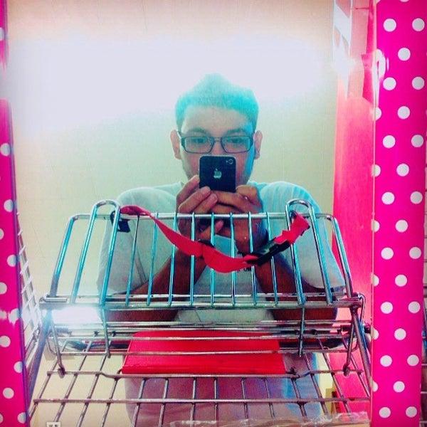 Foto tirada no(a) Mall del Sur por Ricardo C. em 5/30/2015