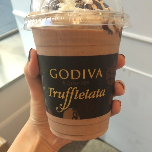 Photo taken at Godiva Chocolatier by Sinae P. on 8/14/2014