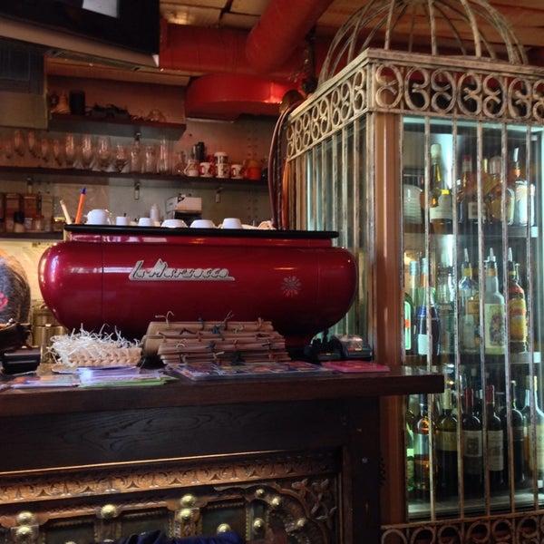 Снимок сделан в Кофейня «Кардамон» и лавка «Коллекция Пустяков» пользователем Igor B. 4/23/2014