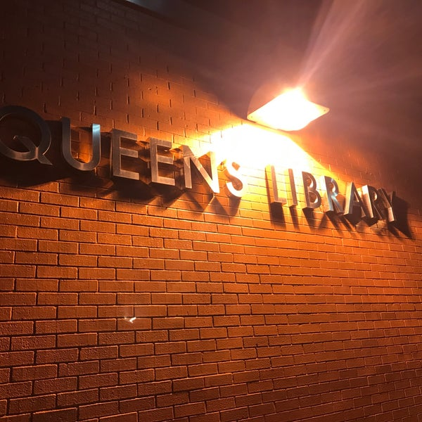 Foto tomada en Queens Library at Sunnyside por Jesse H. el 1/24/2018