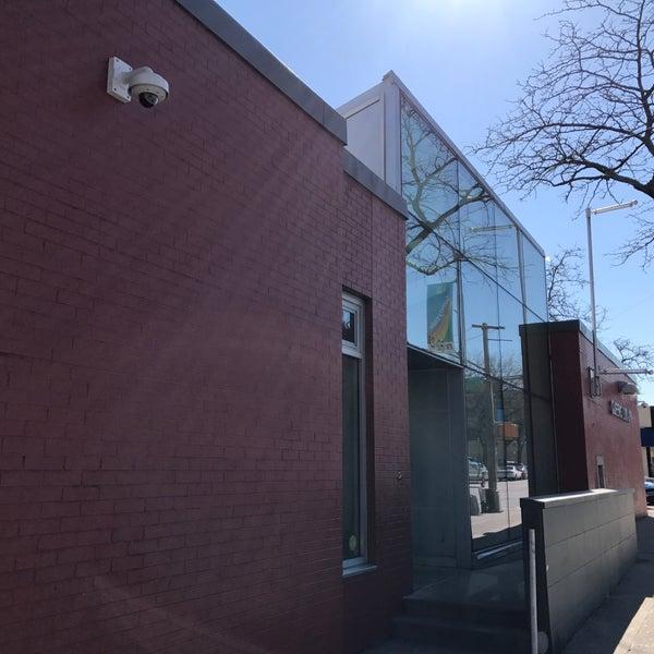 Foto tomada en Queens Library at Sunnyside por Jesse H. el 3/23/2017