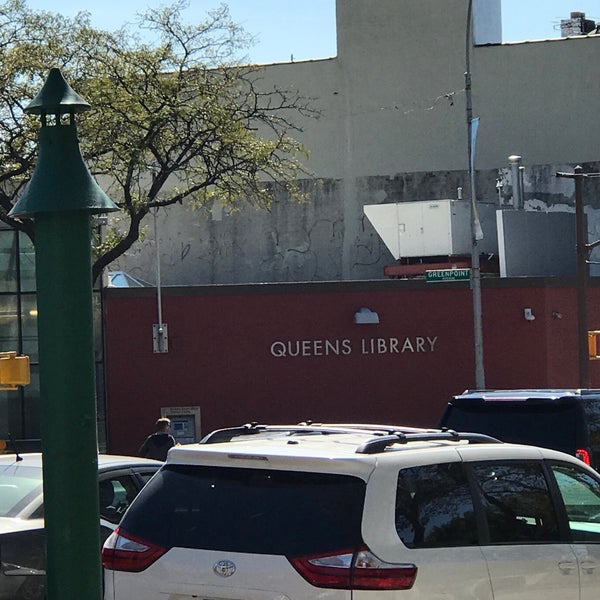 Foto tomada en Queens Library at Sunnyside por Jesse H. el 10/4/2017