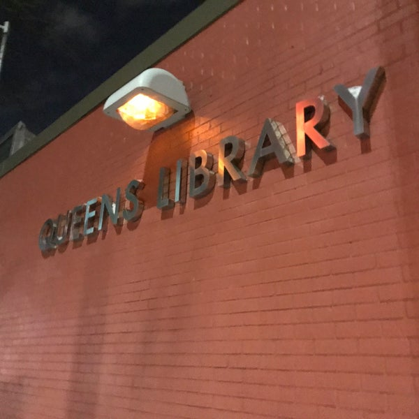 Foto tomada en Queens Library at Sunnyside por Jesse H. el 3/16/2017