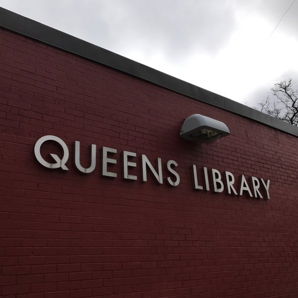 Foto tomada en Queens Library at Sunnyside por Jesse H. el 4/19/2017
