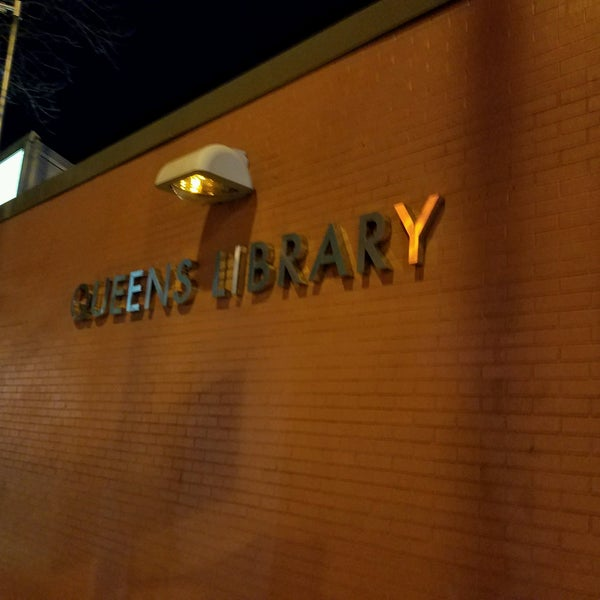 Foto tomada en Queens Library at Sunnyside por Jesse H. el 11/8/2016