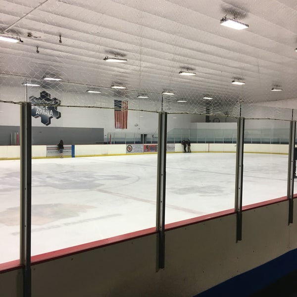 รูปภาพถ่ายที่ Southwest Ice Arena โดย Alejandra E. เมื่อ 10/20/2016