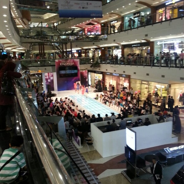 Photo taken at Pondok Indah Mall 2 by Sigit A. on 5/10/2013