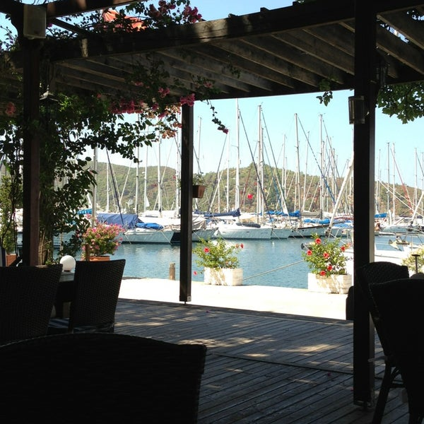 8/10/2013 tarihinde Zeynep C.ziyaretçi tarafından Mod Yacht Lounge'de çekilen fotoğraf